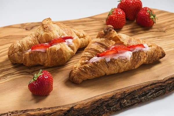 croissant cu mousse de mascarpone and capsuni 962