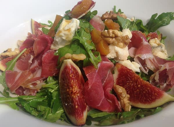 salata cu gorgonzola and prosciutto 791